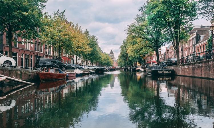 Amsterdam é uma das principais cidades da Holanda