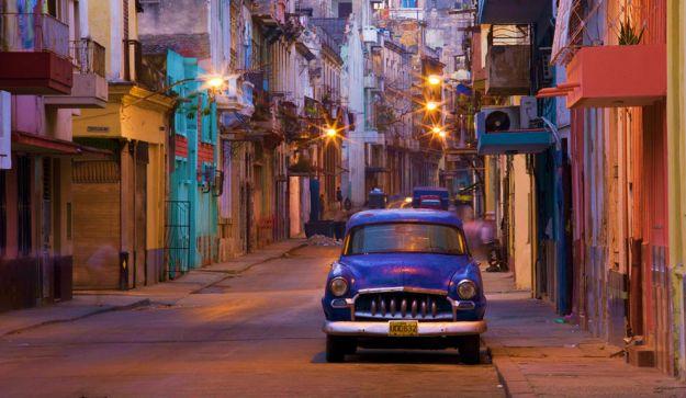 LA HABANA, CUBA. El Premio Nobel de literatura Ernest Hemingway decía que, en belleza, solo Venecia y París superaban a La Habana. La ciudad presume de ser un lugar con vida propia, alegre, bullicioso y despreocupado. Un destino asombroso con grandes atractivos: desde paradisiacas playas a verdaderas joyas de la arquitectura colonial.