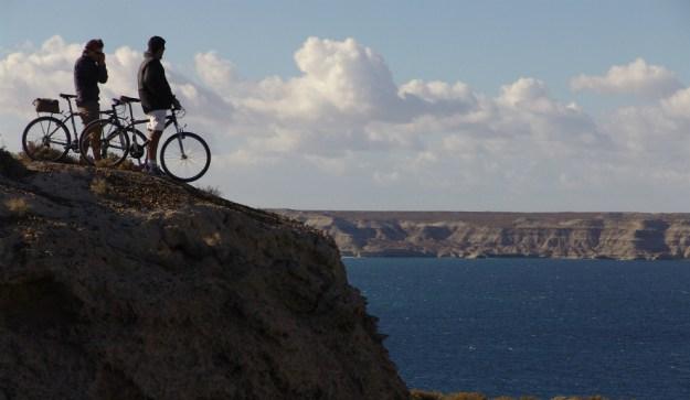 Además de avistaje y actividades con fauna, en Madryn se puede recorrer toda la costa en paseos de 4x4 o mountain bike, hacer kayak por el golfo, windsurf, yachting y stand up paddle, por mencionar algunas propuestas. Foto: madryntravel
