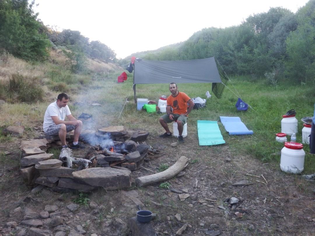 Campamento durante la aventura en kayak. Ciudad Rodrigo (Salamanca)