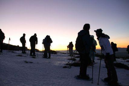 Empezando la ruta nocturna, mientras vemos la puesta de sol por el oeste