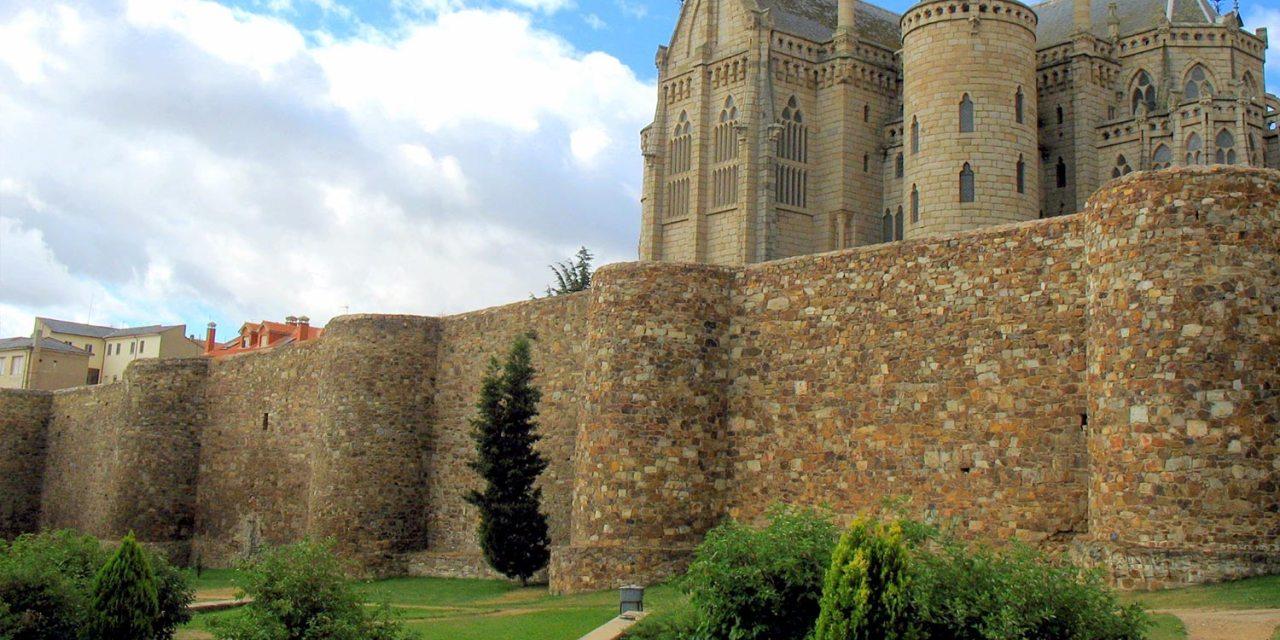Resultado de imagen de las huellas de un castillo ubicado en el límite noroccidental de la muralla.