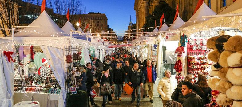 Mercado central iluminado