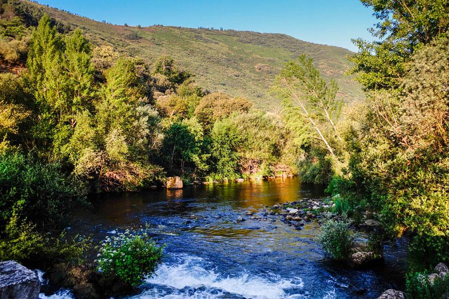 Río Boeza y monte Pajariel