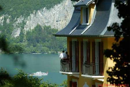 Annecy entre el lago y las montañas