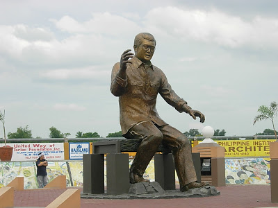 Ninoy Aquino Monument in Tarlac (photo by www.theurbanroamer.com) | Turista Boy