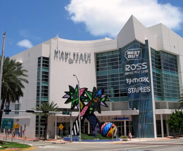 Electrónicos en Miami. Foto: Jared
