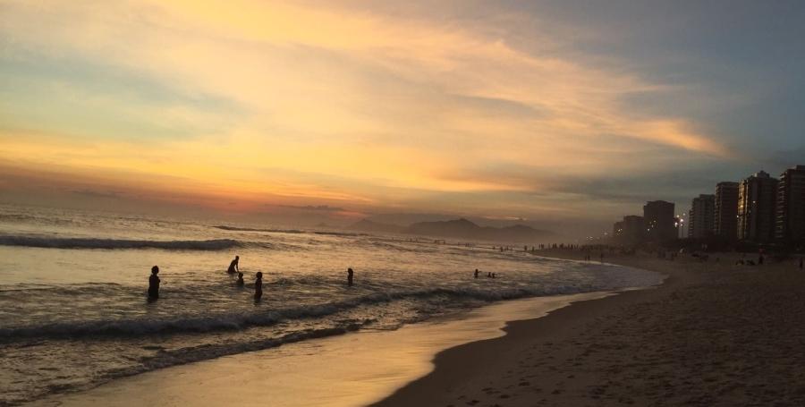 Pôr-do-sol na praia da Barra da Tijuca