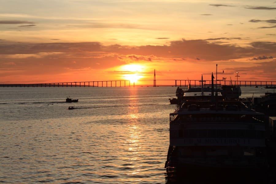 Cruzeiro na Amazônia: por do sol no Rio Negro.