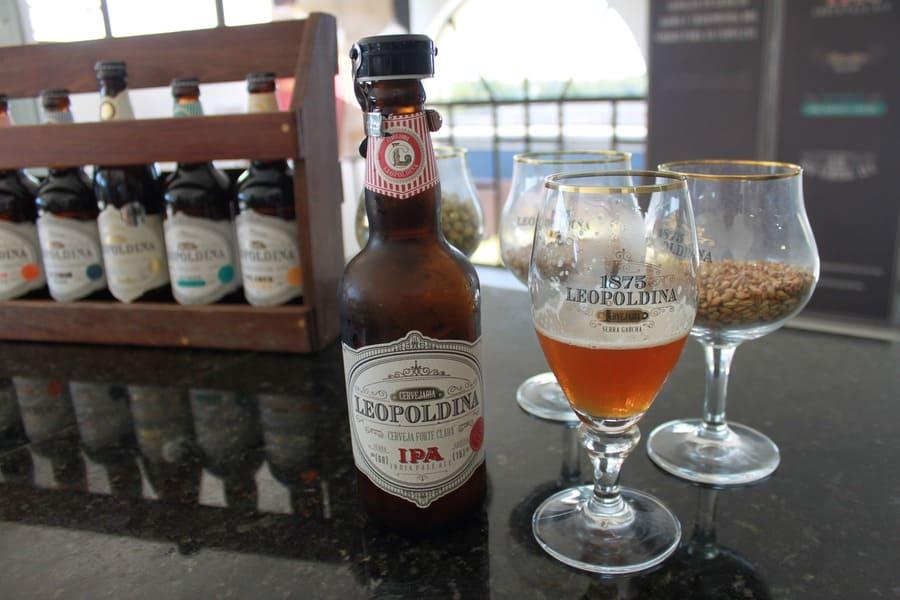 Degustação da cerveja Leopoldina IPA na Cervejaria Leopoldina em Garibaldi.