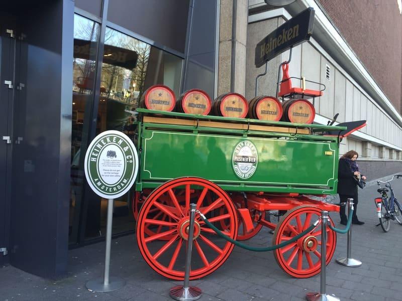 Tour Heineken Experience: entrada do complexo cervejeiro.