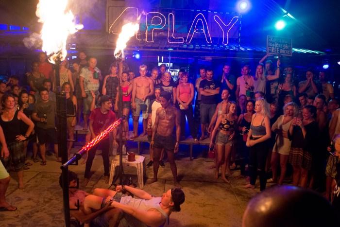 4 Play em Phi Phi