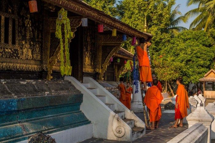 Monges trabalhando