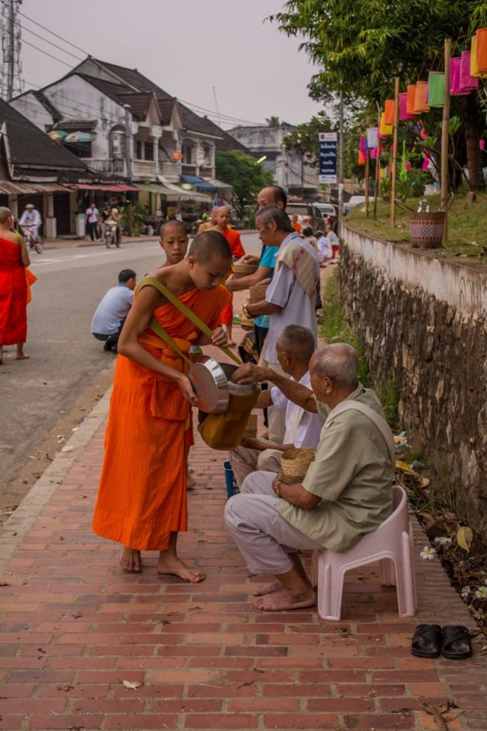 Doações para monges