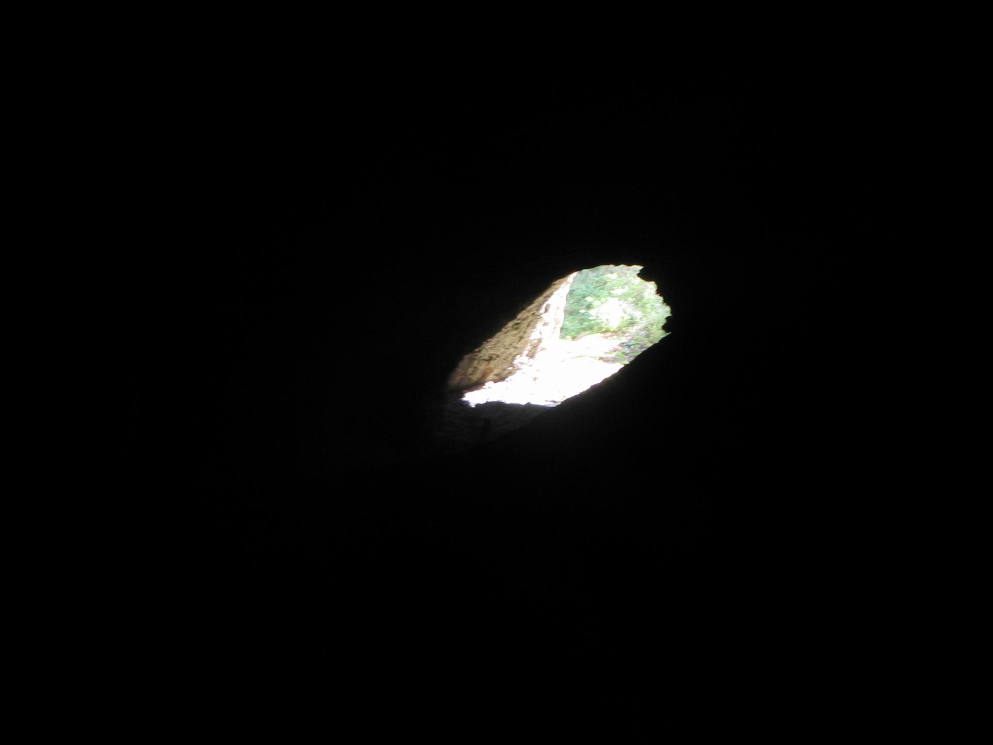 отвор пещера Гарваница