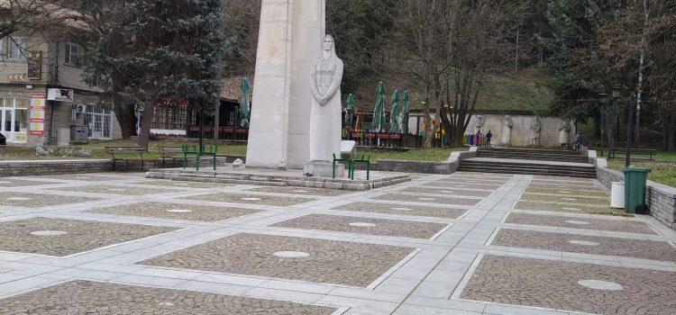 паметник град Елена