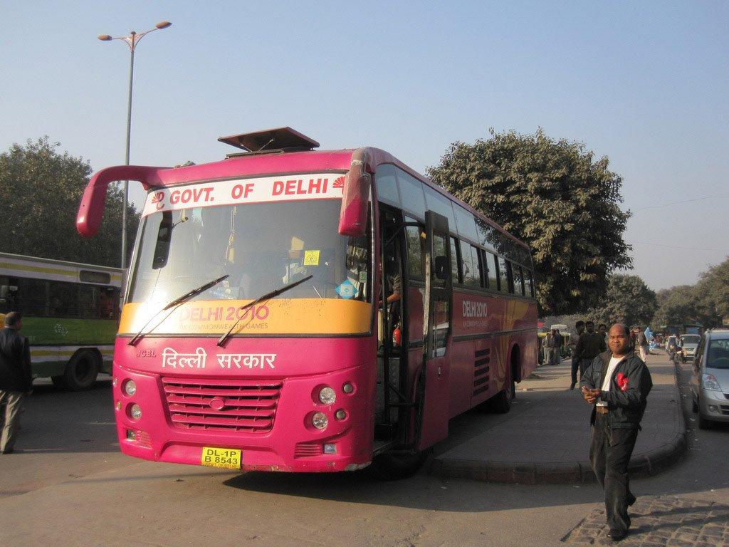 Bus mula sa Delhi.
