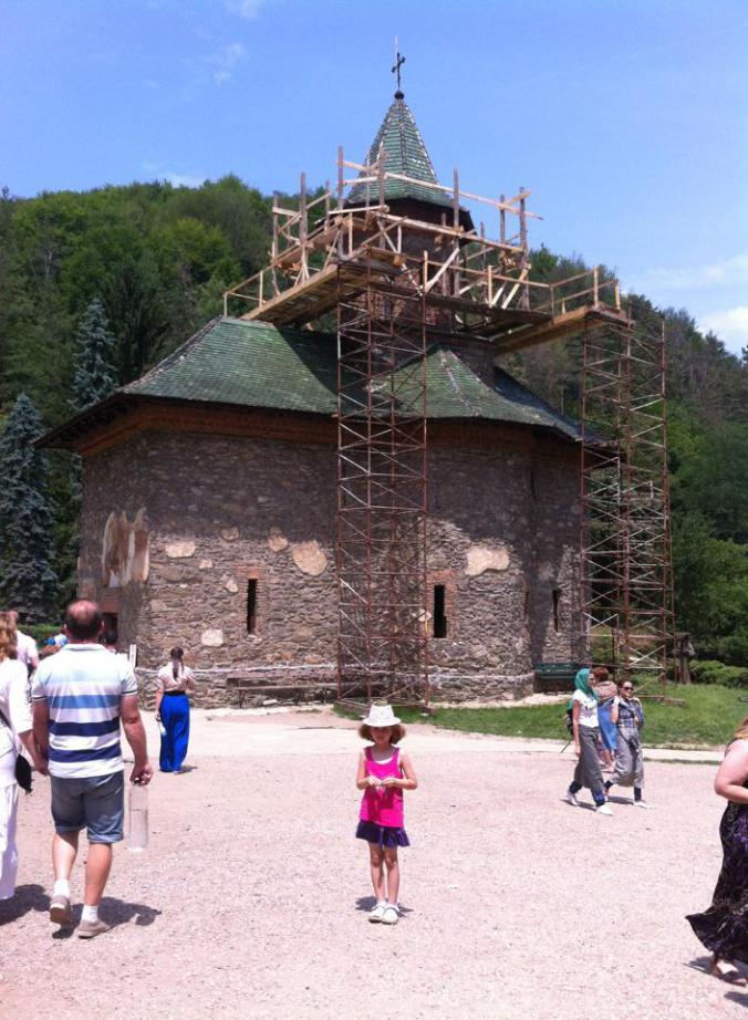 Defileul Dunarii - manastirea prislop1