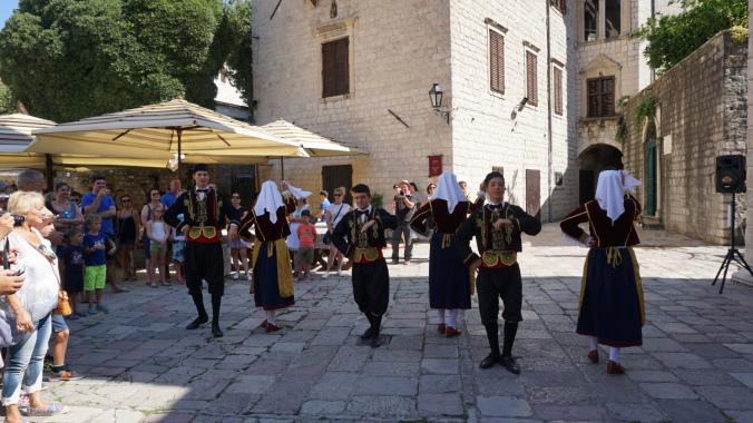 Kotor - traditional dance
