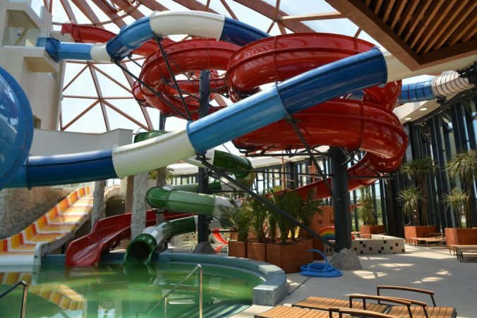 Nymphaea - indoor pools and slides