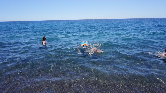 Santorini - perissa beach1