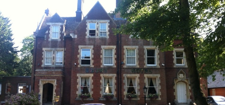 Canterbury, Ebury Hotel – una Questione di Etichetta