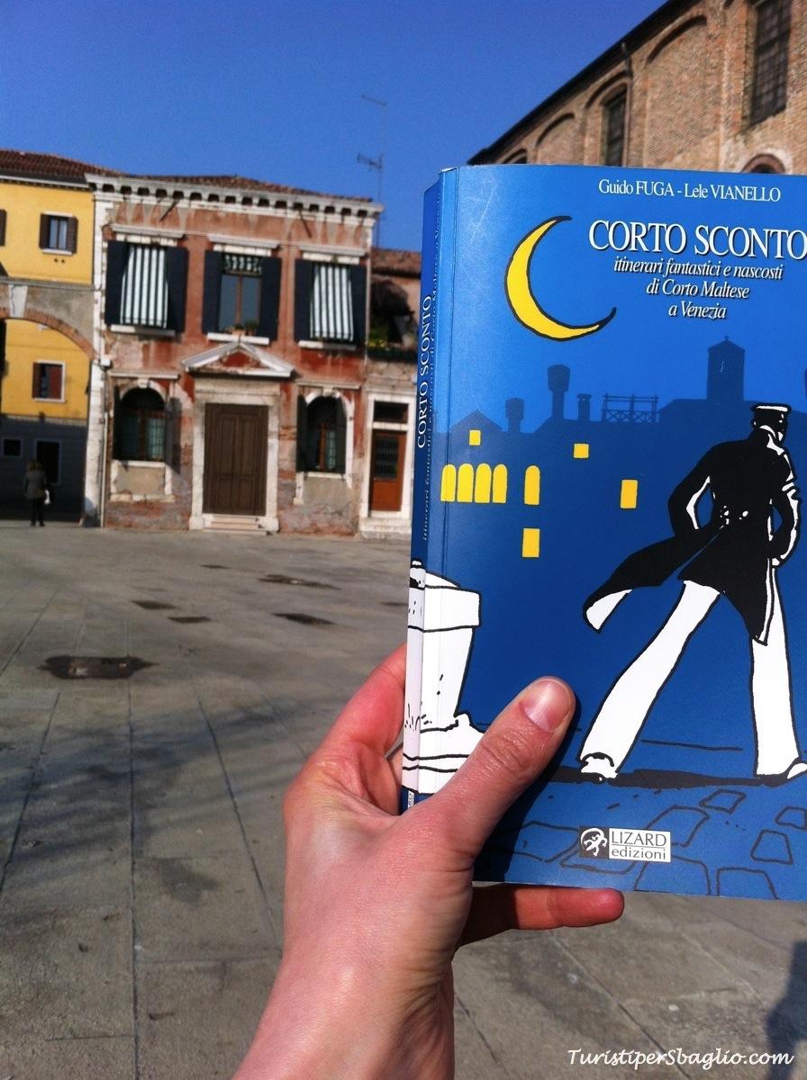 #Dimmi cosa leggi - Corto Sconto, itinerari fantastici e nascosti di Corto Maltese a Venezia di Guido Fuga e Lele Vianello
