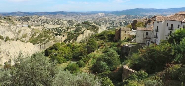 Visita ad un borgo magico: Aliano ed il suo Parco Letterario Carlo Levi tra i calanchi lunari della Basilicata