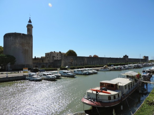 Aigues-Mortes Borgo Fortificato Linguadoca - 01