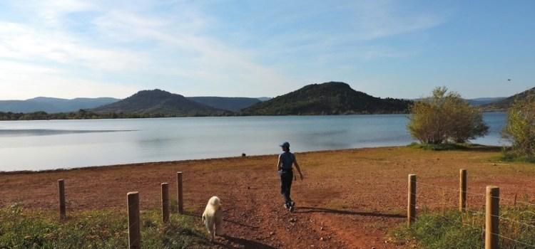Il Lago del Salagou, i colori del mezzogiorno e la non-ricerca della felicità… #Linguadoca