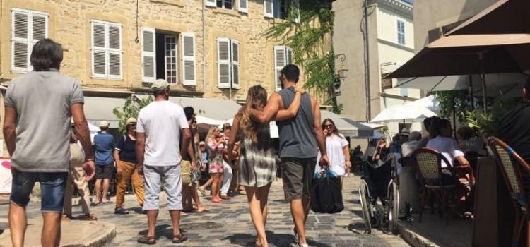 Visita a Lourmarin e Castello, tra i Paesi Arroccati della Provenza