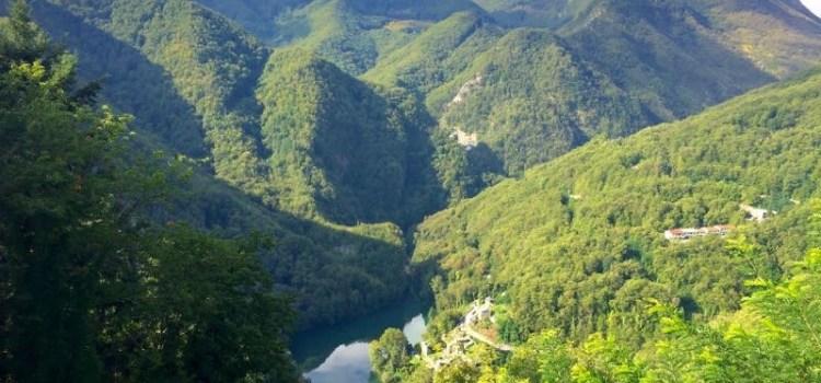 Il Lago di Isola Santa nelle Alpi Apuane