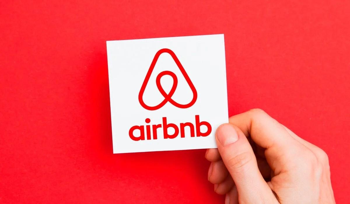 Airbnb, yerel yönetimlere 2 milyar dolar vergi ödedi.