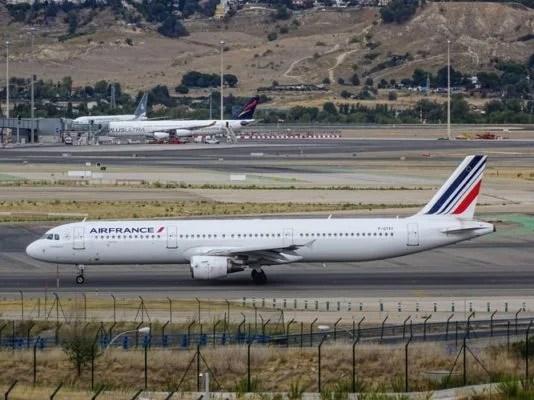 Grevlere rağmen Air France Pazartesi -Salı tüm uçuşlarını yapacak.