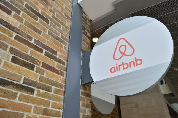 Airbnb'den Kanada için 25 yaş altı önlemi