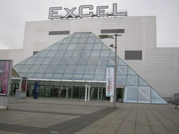 Londra'daki Excel Fuar Merkezi hastaneye dönüştürülüyor.