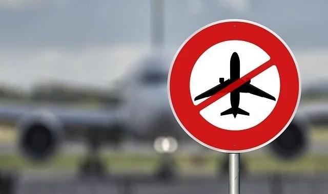 ABD, İngiltere ve İrlanda'yı seyahat yasağı listesine ekledi.