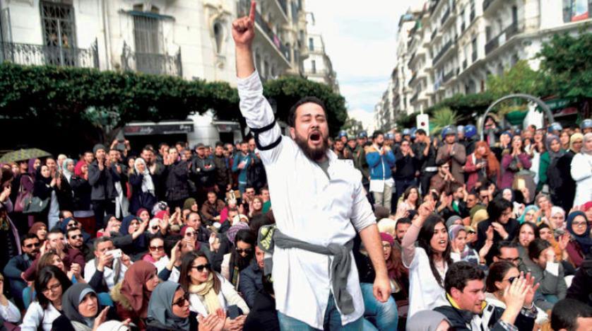 Cezayir'de bin doktor başkentteki gösterileri yasaklayan karara karşı çıktı
