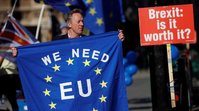 İngiliz bakanlar May'in Brexit tavizlerine karşı istifa ile tehdit etti