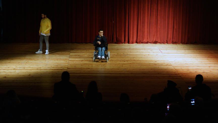 Rap müzikle hayata bağlanan kas hastası gençten destek konseri
