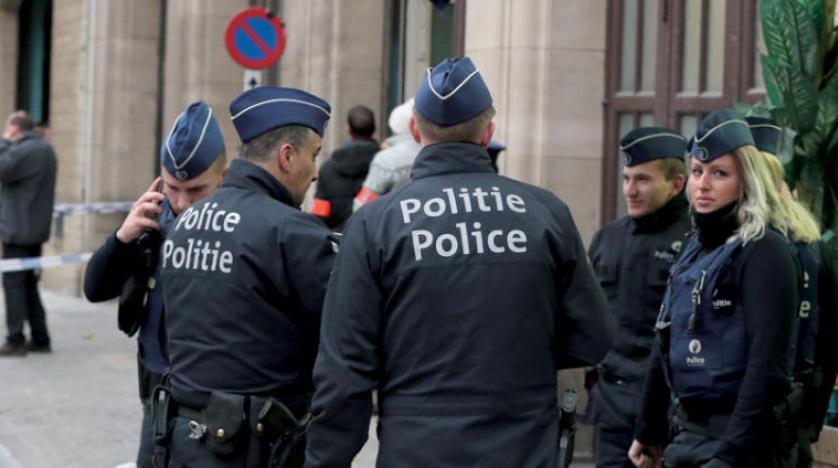 Brüksel'de polise bıçaklı saldırı