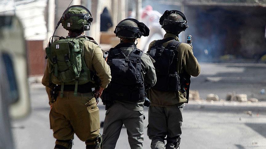 İsrail askerleri Filistinli milletvekilini gözaltına aldı