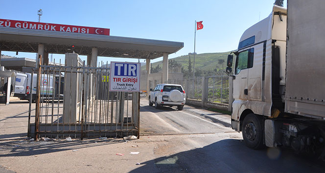 Photo of 20 شاحنة محملة بالمساعدات تدخل إدلب قادمة من تركيا