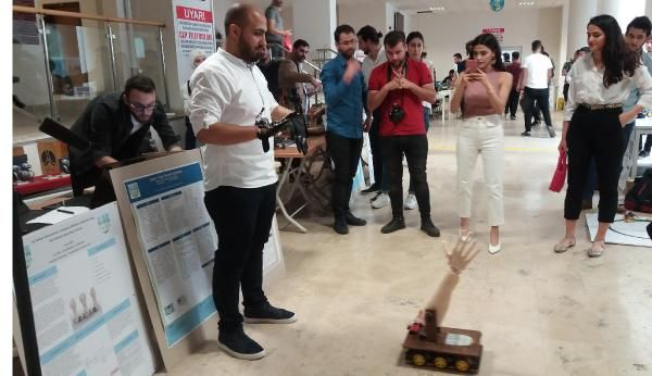 تركيا اليد أو الذراع الكهربائية المتحركة مشروع تخرج لسوريين في جامعة كارابوك يثير دهشة الأتراك