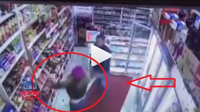 شاهد بالفيديو امرأة تتحـ.ـرش بصاحب ماركيت في اسطنبول وعندما ردها حصلت المفاجأة
