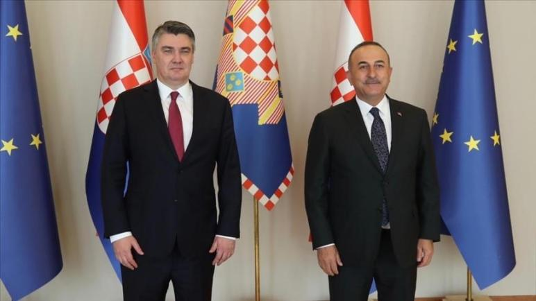 تشاووش أوغلو يلتقي الرئيس الكرواتي في زغرب