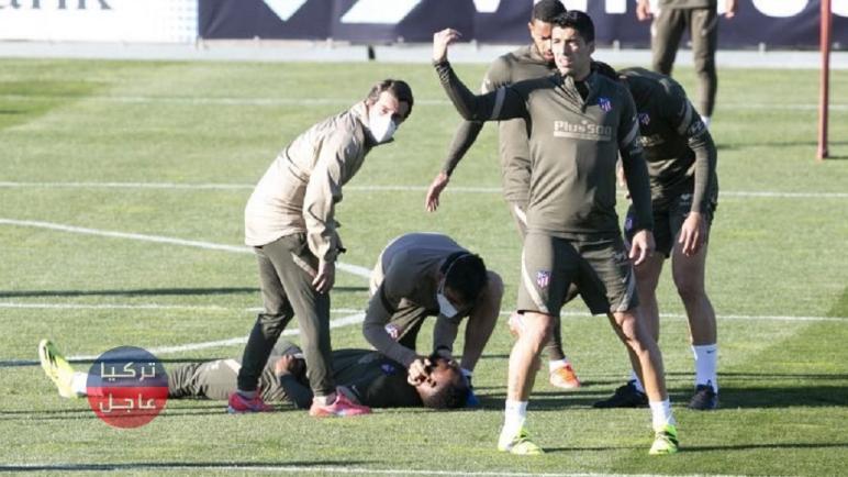 لحظة سقوط موسى ديمبيلي بعد أن أغمي عليه أثناء تدريبات أتلتيكو مدريد
