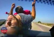 بالفيديو شاهد لحظة وقوع حادث سير مع شخصين يركبان دراجة