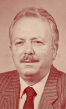 Actor : Ekrem Dümer
