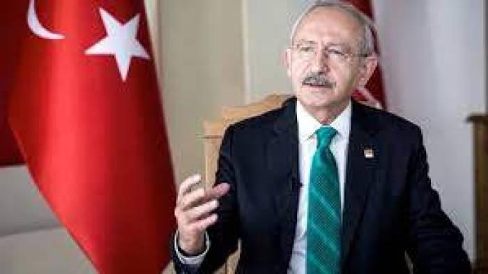 """CHP Genel Başkanı Kemal Kılıçdarolu, Enis Berberoğlu davasında (AYM) Anayasa Mahkemesi kararının uygulanmamasını eleştirerek, """"İflas etmiş bir yargı sistemiyle karşı karşıyayız"""" dedi. Her şey aklıma geldi ama yargı sisteminin bu kadar kaba olacağını hiç düşünmemiştim. Erken seçim tartışmalarına da değinen Kılıçdaroğlu, olası bir seçimin demokratlar ile """"diktatörler"""" arasında geçeceğini söyledi."""
